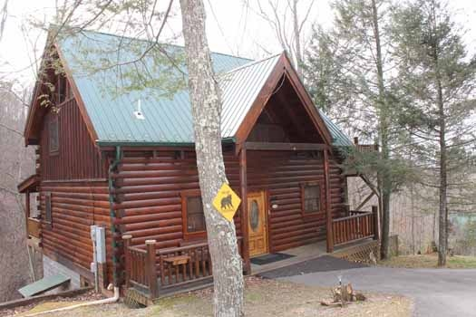 a two story log cabin named bear bottom a 1 bedroom rental located in gatlinburg