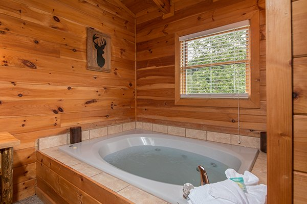 jacuzzi tub at amazing journey a 5 bedroom cabin rental located in pigeon forge