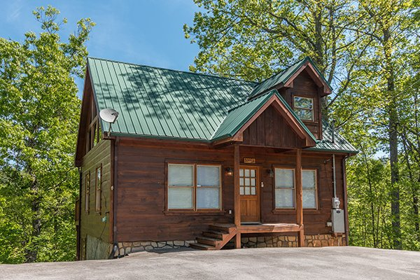 Level parking and front cabin exterior at Patriot Inn, a 1 bedroom Gatlinburg cabin rental