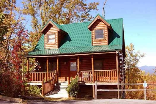 exterior view of front at tree top lodge a 3 bedroom cabin rental located in gatlinburg