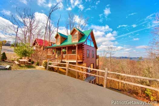 Parking area and front exterior at Tree Top Lodge, a 3 bedroom cabin rental located in Gatlinburg