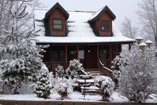 Snow view front exterior at Tree Top Lodge, a 3 bedroom cabin rental located in Gatlinburg