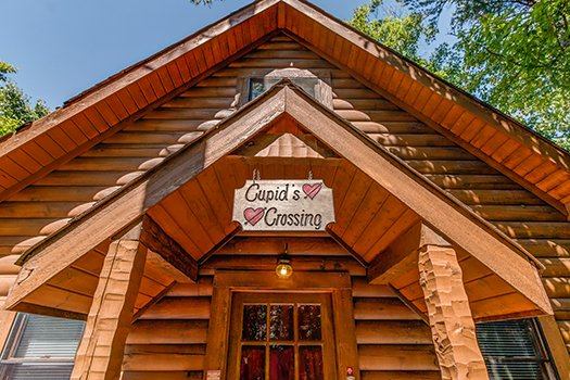 A custom welcome sign at Cupid's Crossing, a 1-bedroom cabin rental located in Pigeon Forge
