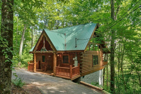 Flat parking and cabin exterior at Moose Tracks, a 1 bedroom cabin rental located in Gatlinburg