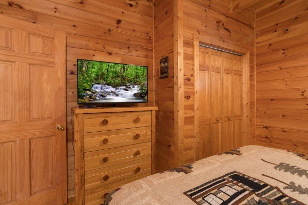 Television and dresser at Alone Time, a 1 bedroom cabin rental located in Pigeon Forge