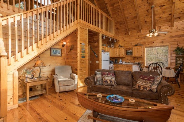 Reading nook couch and a coffee table at Alone Time, a 1 bedroom cabin rental located in Pigeon Forge