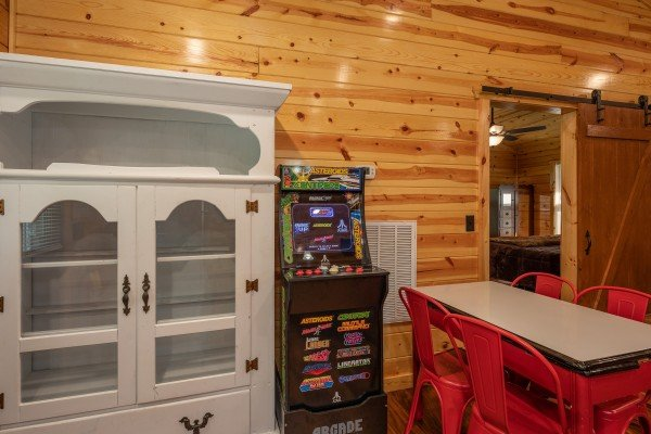 Dining space at Paws on the Porch, a 2 bedroom cabin rental located in Gatlinburg