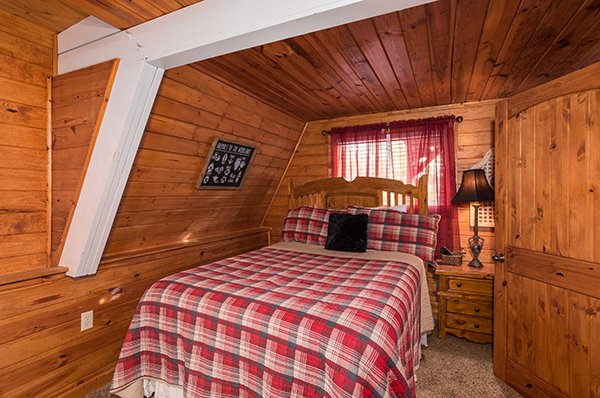 Bedroom with double bed at 2 The Mountains, a 3 bedroom cabin rental located in Gatlinburg