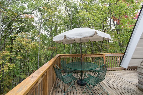 Outdoor dining space at 2 The Mountains, a 3 bedroom cabin rental located in Gatlinburg