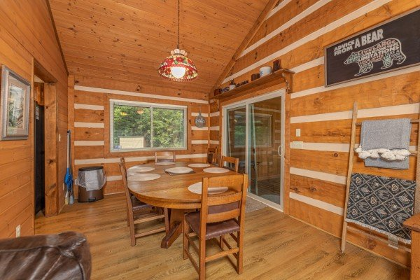 Dining table for six at Cubs' Crib, a 3 bedroom cabin rental located in Gatlinburg