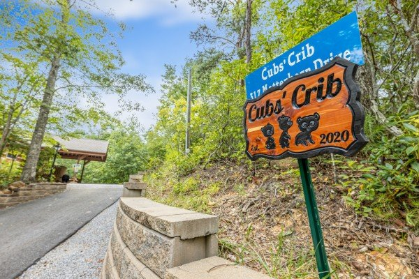 Welcome sign at Cubs' Crib, a 3 bedroom cabin rental located in Gatlinburg