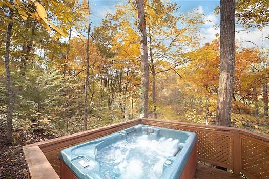 hot tub at licklog hollow a 1 bedroom cabin rental located in pigeon forge