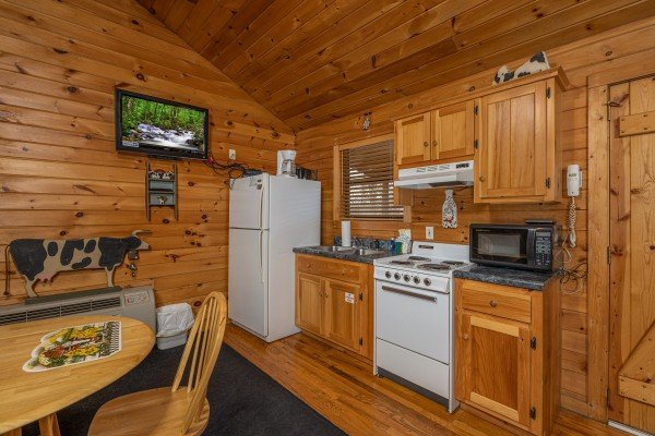 at country getaway a 1 bedroom cabin rental located in pigeon forge
