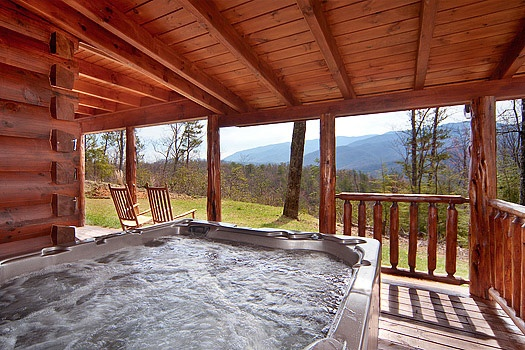 hot tub under covered deck at looky yonder a 2 bedroom cabin rental located in gatlinburg