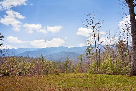 Clear view of the Smoky Mountains from Looky Yonder, a 2 bedroom cabin rental located in Gatlinburg