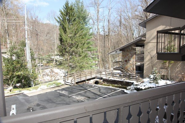 Parking area for Under Ober, a 3 bedroom cabin rental located in Gatlinburg