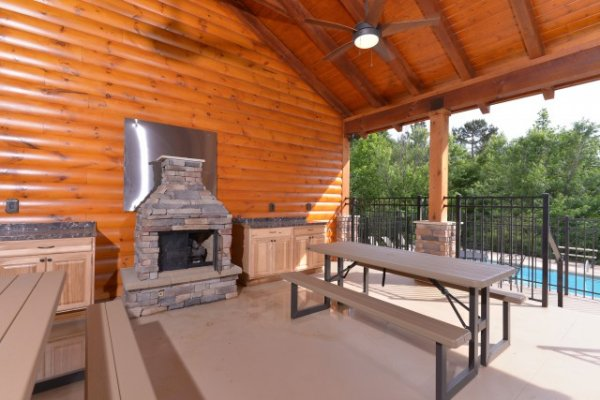 Picnic pavilion at Smoky Ridge Resort is available for guests at Kountry Lovin', a 2 bedroom cabin rental located in Pigeon Forge