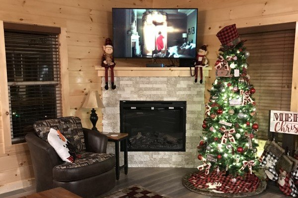 Christmas tree in the living room at Wet Feet Retreat, a 5 bedroom cabin rental located in Pigeon Forge