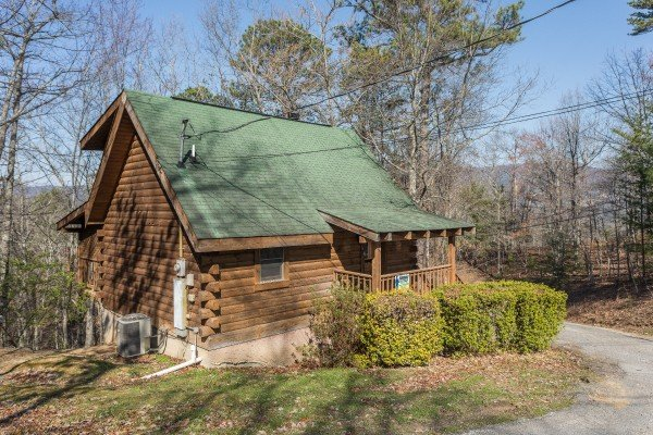 Cabin exterior and driveway at Makin Memories, a 1 bedroom cabin rental located in Pigeon Forge