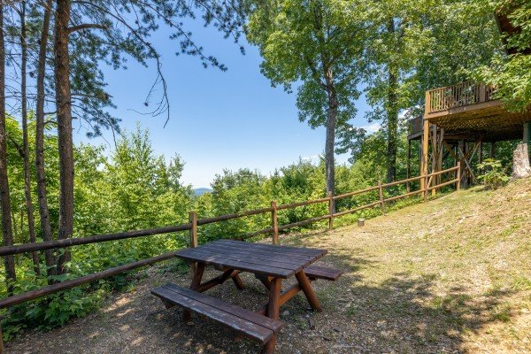 Picnic table in the yard at Eagles View Lodge, a 3 bedroom cabin rental located in Gatlinburg