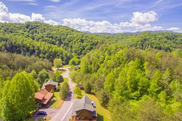 Hibernation Station, a 3 bedroom cabin rental located in Pigeon Forge