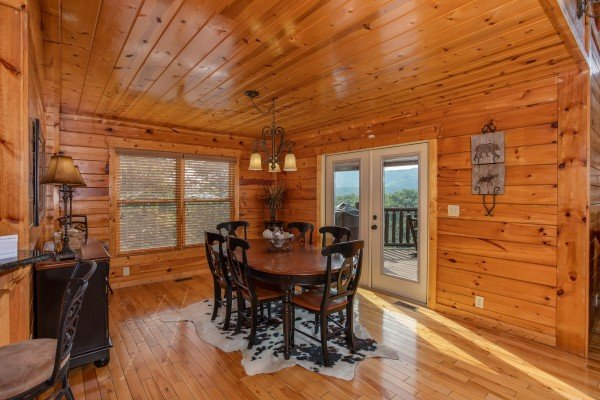 Dining space for six at Majestic Views, a 3 bedroom cabin rental located in Pigeon Forge