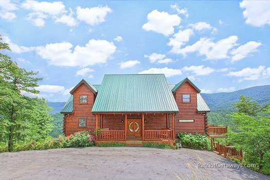 Front exterior view at Majestic Views, a 3 bedroom cabin rental located in Pigeon Forge
