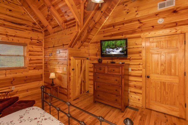 Bedroom with a chest of drawers and TV at Majestic Views, a 3 bedroom cabin rental located in Pigeon Forge