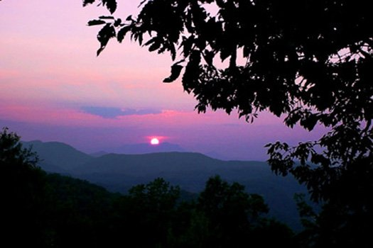 a smoky mountain sunset caught at apple view a 2 bedroom cabin rental located in pigeon forge