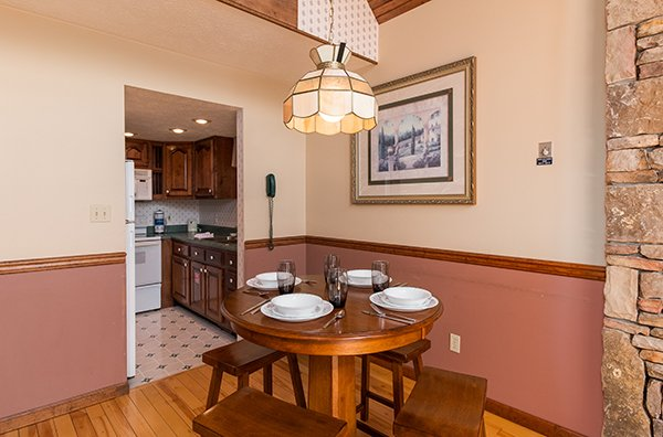 Dining space for four at Ain't Misbehaven, a 1 bedroom cabin rental located in Pigeon Forge