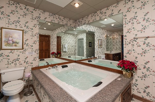 Jacuzzi tub at Ain't Misbehaven, a 1 bedroom cabin rental located in Pigeon Forge