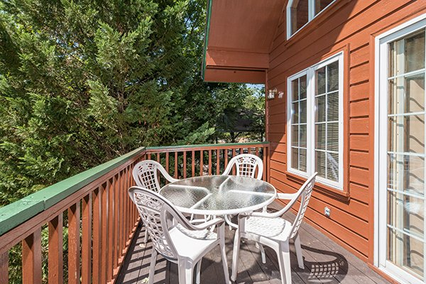 Outdoor seating for four at Ain't Misbehaven, a 1 bedroom cabin rental located in Pigeon Forge