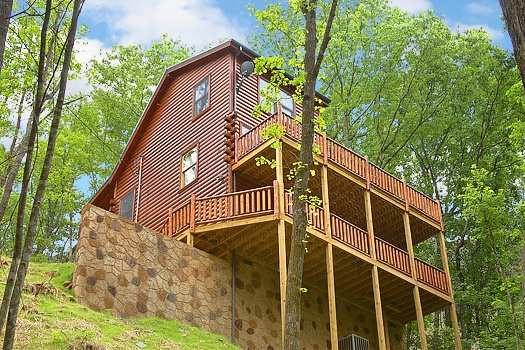 Multi story log cabin called Big Bear Cub House, a 1-bedroom rental located in Gatlinburg