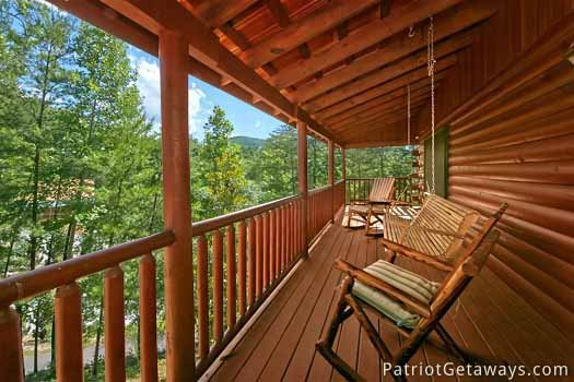 deck with rocking chairs at pigeon forge pleasures a 3 bedroom cabin rental located in pigeon forge