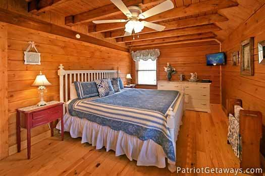 king size bed on main level at pigeon forge pleasures a 3 bedroom cabin rental located in pigeon forge