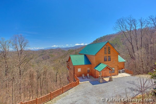 Looking at the cabin and the large parking area at Don't Blink! A 5-bedroom cabin rental located in Pigeon Forge