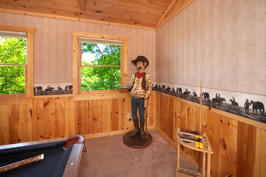 life sized cowboy decor at hooked on cowboys a 2 bedroom cabin rental located in pigeon forge