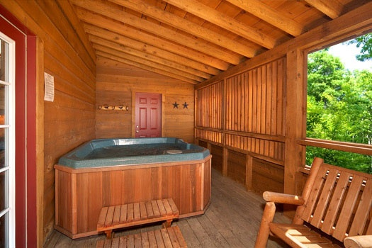 hot tub privacy in screened deck at hooked on cowboys a 2 bedroom cabin rental located in pigeon forge