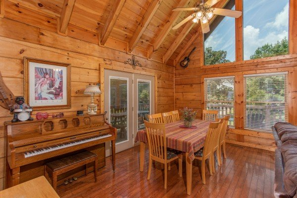 at mountain music a 5 bedroom cabin rental located in pigeon forge