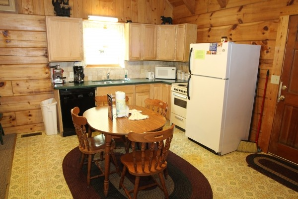 at baby bear a 2 bedroom cabin rental located in pigeon forge