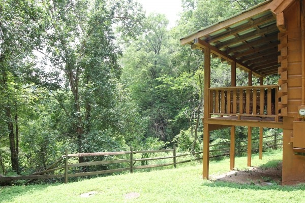 back view of exterior of baby bear a 2 bedroom cabin rental located in pigeon forge