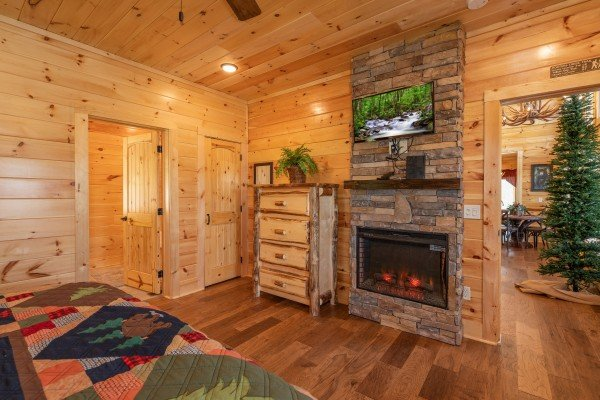 Fireplace and TV in a bedroom at Elk Horn Lodge, a 5 bedroom cabin rental located in Gatlinburg