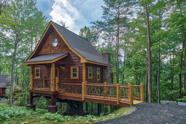 Smoky Mountain Treehouse A Gatlinburg Cabin Rental