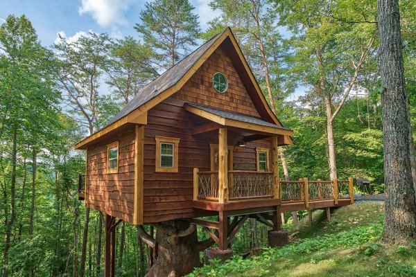 Smoky Mountain Treehouse, a 1 bedroom cabin rental located in Gatlinburg