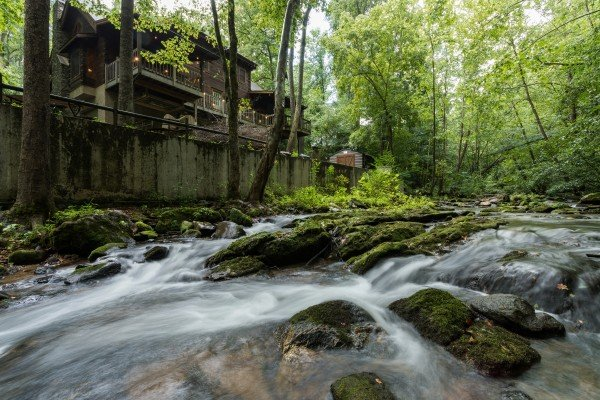 Stream On! A 2 bedroom cabin rental located in Pigeon Forge