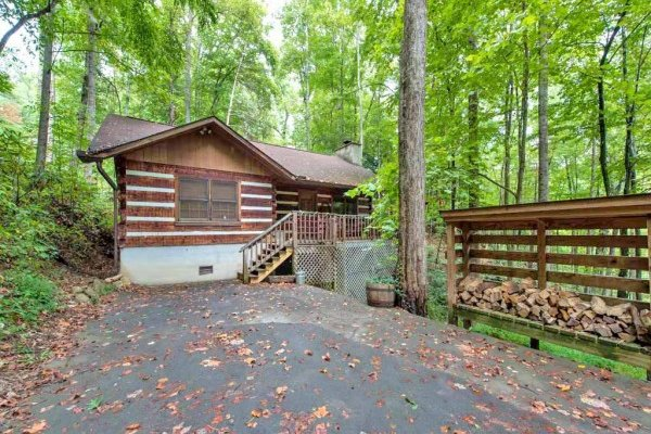 Parking area at Wild at Heart, a 1 bedroom cabin rental located in Gatlinburg