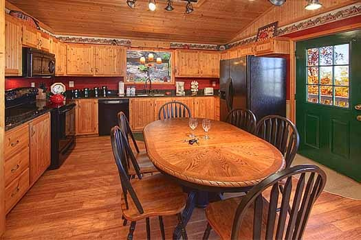 kitchen and dining area at a finders keepers a 3 bedroom cabin rental located in pigeon forge