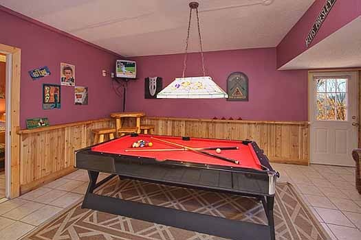 pool and air hockey table at a finders keepers a 3 bedroom cabin rental located in pigeon forge