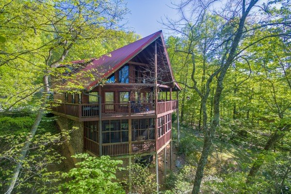 Cabin in the woods called Friends in High Places, a 4-bedroom cabin rental located in Pigeon Forge
