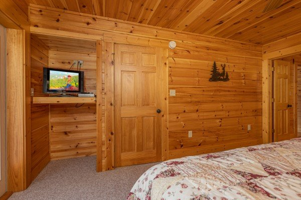 Bedroom with a TV at Sensational Views, a 3 bedroom cabin rental located in Gatlinburg